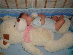 Спят усталые игрушки, мишки спят...