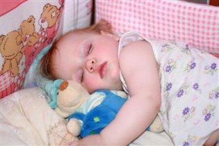 Сонный мишка лег в кровать,чтоб Алисе крепче спать