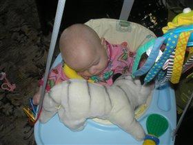 спят усталые игрушки...Вика спит!!!