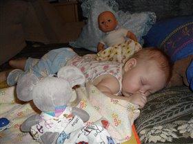 Играли,играли и уснули! Сладких снов ,малышка!