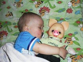 Спят усталые друзья