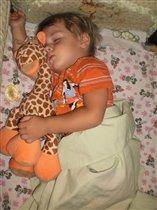 Спит жиравик и сыночек