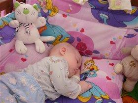 Спят игрушки и ребята