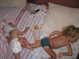 спят усталые братишки...