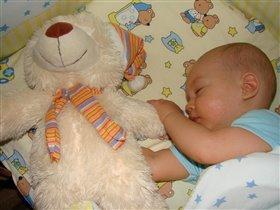 Спит мишка, сплю и я))