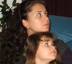Я на мамочку похожа, и она на меня тоже.