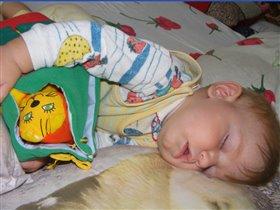 Очень я люблю играть, а еще люблю поспать...