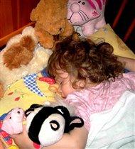 Сладко спит моя кудряшка Дашка