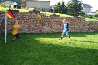 Играем в домашний футбол