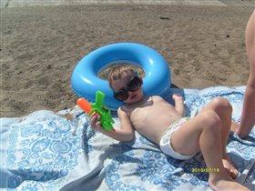Я на солнышке лежу, надеюсь скоро загорю?!!