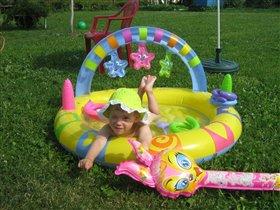 Я на солнышке лежу, из бассейна не выхожу
