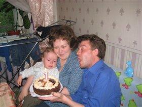 Папа поёт: 'С днём Рождения, Максим!'