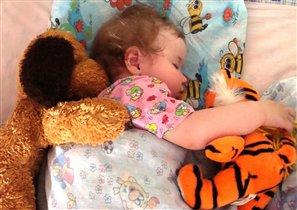 Спят усталые игрушки и моя доченька Ульянушка