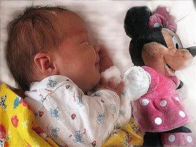 баю-бай!тишина!дочке с мышкой спать пора!