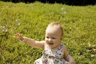 Среди мыльных пузырей мне на солнце веселей!!
