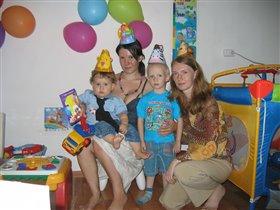 наша дружная семья поздравляет с годовасием меня!