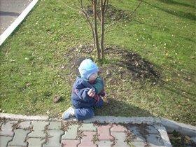 Сынуля играет в парке