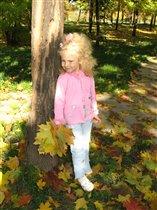 Желтый лист кленовый лег в мою ладонь...