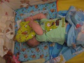 Сплю в обнимку я с подушкой -моей любимою игрушкой