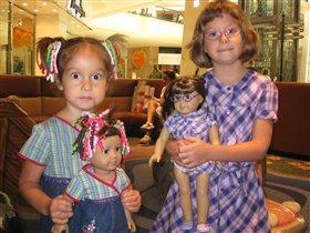 сестренки с куклами