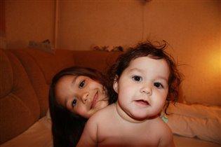 Сиамские сестренки.