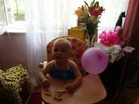 Вот и первый день рожденья маленькой Дианочки