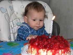 Ну, дайте же кусочек...!!!!!!!!!!! Мой же торт!!!