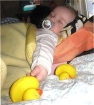 Левушка спит крепко, папа укачал, молодец!!