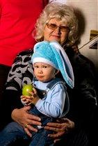 Новогодний зайчик в гостях у бабушки