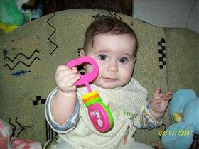 я с игрушкой погремушкой