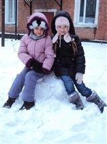 Лепим друга снежного,из снега белоснежного!