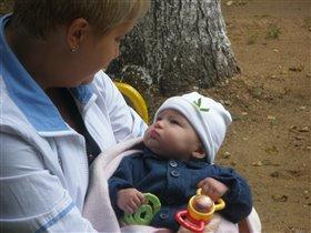 Моя первая погремушка и первая прогулка с Мамой
