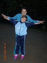 Хочу научиться кататься на  роликовых  коньках))