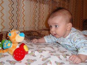 Если тигра посадить,наш малыш начнет гулить:-)