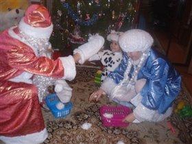 Я играю в снежки с Дедом Морозом и Снегурочкой!!!!