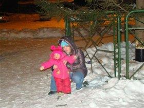 С мамой возле елочки