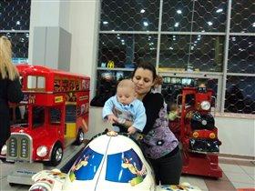 на прогулке с любимой мамочкой)))