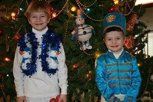 Счастье у Новогодней елки!