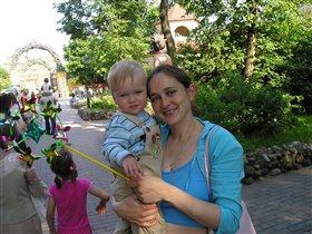 Первая прогулка в зоопарке!