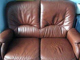 2хместный кожанный диван 25000р за 2