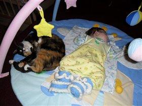 Люблю спать с кисой