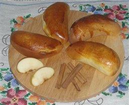 Пирожки с яблочно-банановой начинкой.