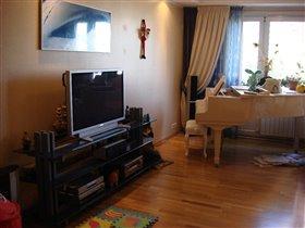 Комната рядом с кухней.