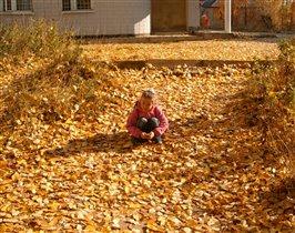 'на ковре из жёлтых листьев...'
