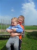 Мои мальчишки на отдыхе в деревне