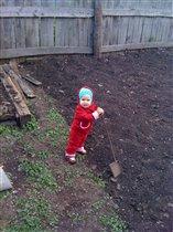 В огороде.