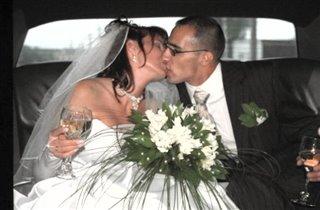 Наш первый долгий поцелуй как мужа и жены...