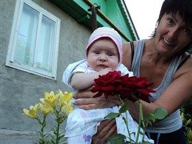 Первый раз смотрю на розу, на руках у бабы Розы!!!