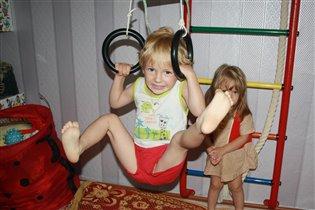 Будущий гимнаст!