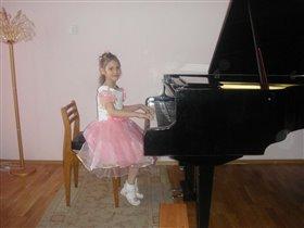 Ночь на полу))) Лиза 6 лет.